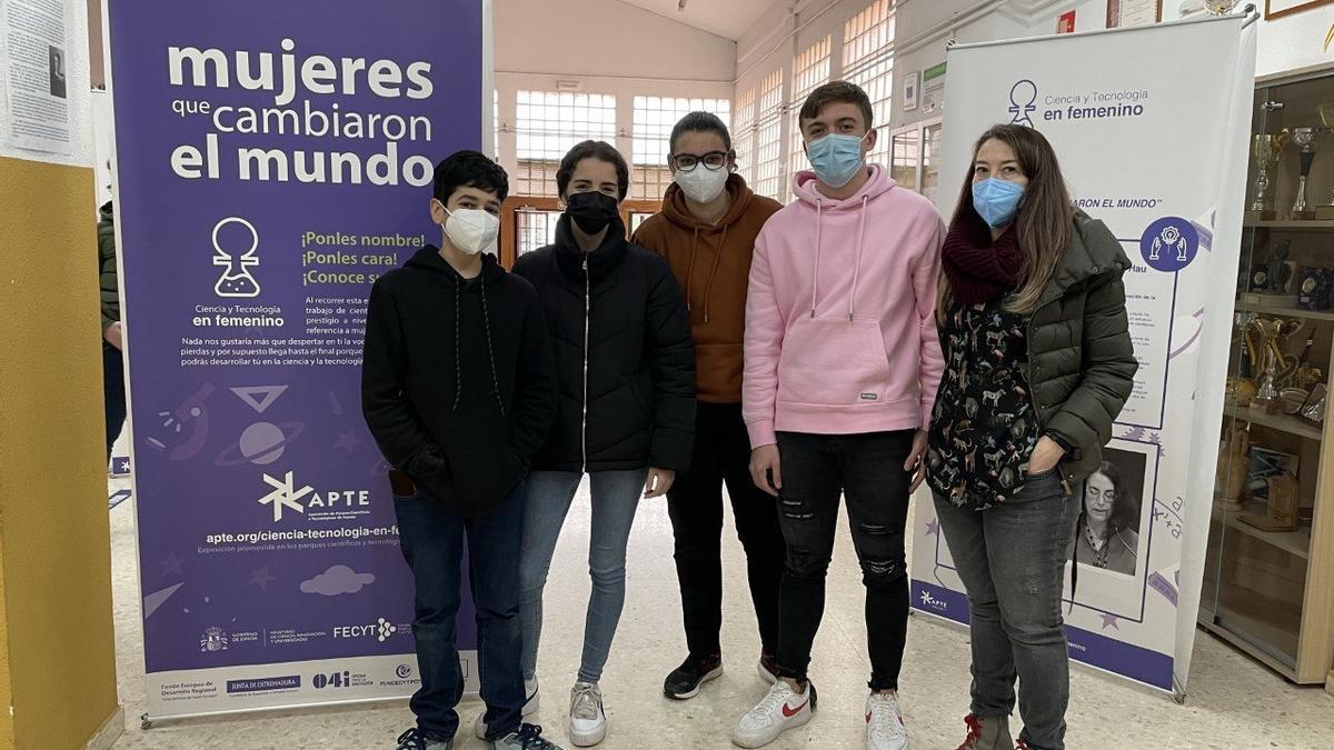 Los alumnos Alberto Luengo, Lidia Miranda, Ainhoa Maraña, Alberto Murillo y la profesora Beatriz Blanco.