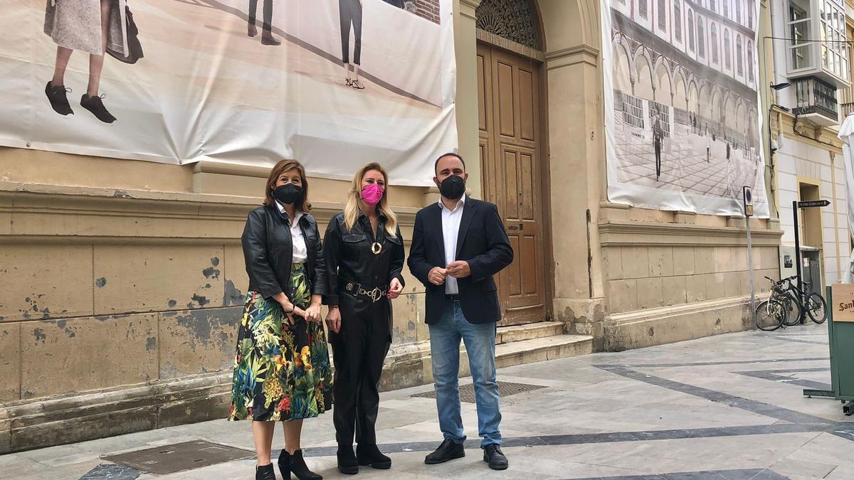 La concejala del PP Gemma del Corral con los diputados del PP por Málaga Carolina España y Mario Cortés