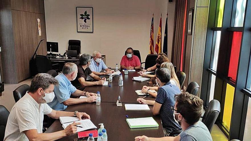 Confinados dos alcaldes y el presidente de la Mancomunitat tras una reunión