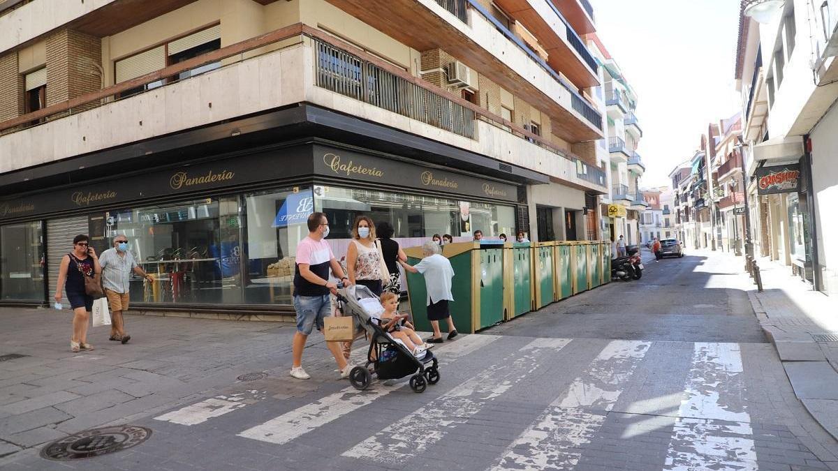 Los vecinos del centro rechazan que se ponga granito gris en Duque de Fernán Núñez