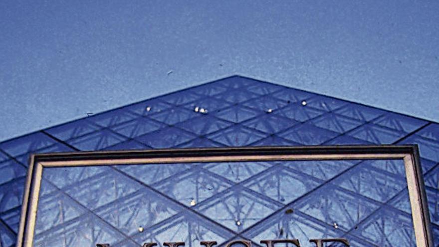 El Louvre, cerrado por falta de personal
