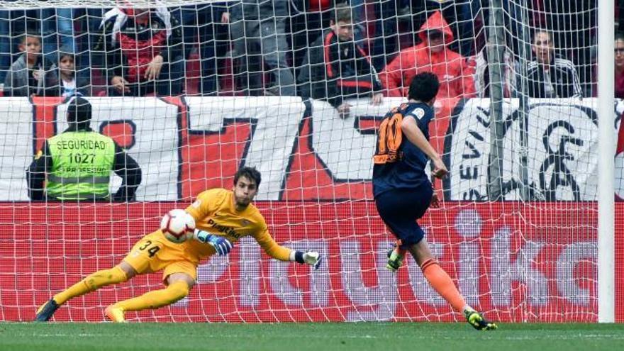 El Valencia golpea al Sevilla y se reengancha a lucha por la Champions