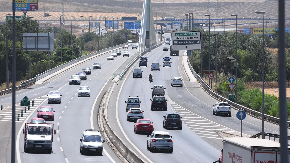 Tráfico en la ronda de Córdoba.