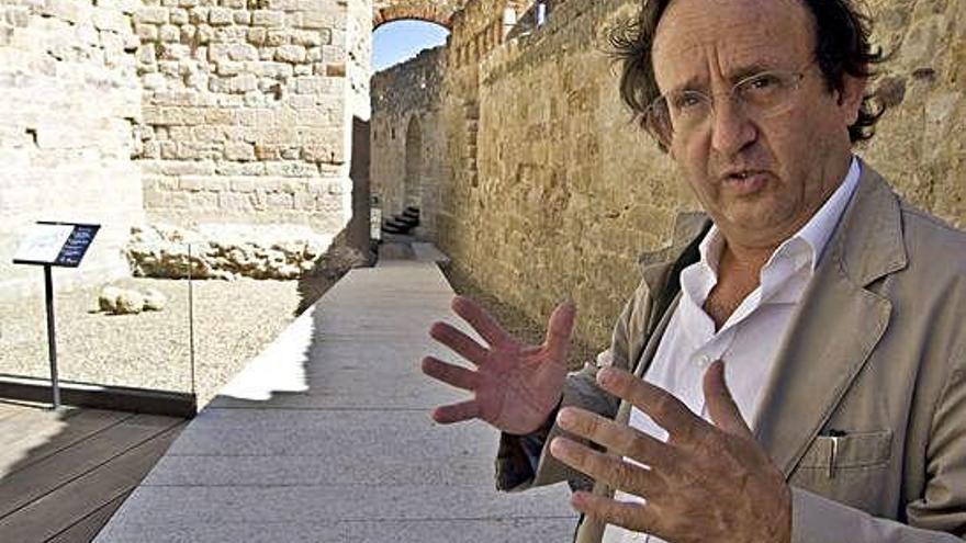 El arquitecto Francisco Somoza en el Castillo de Zamora.