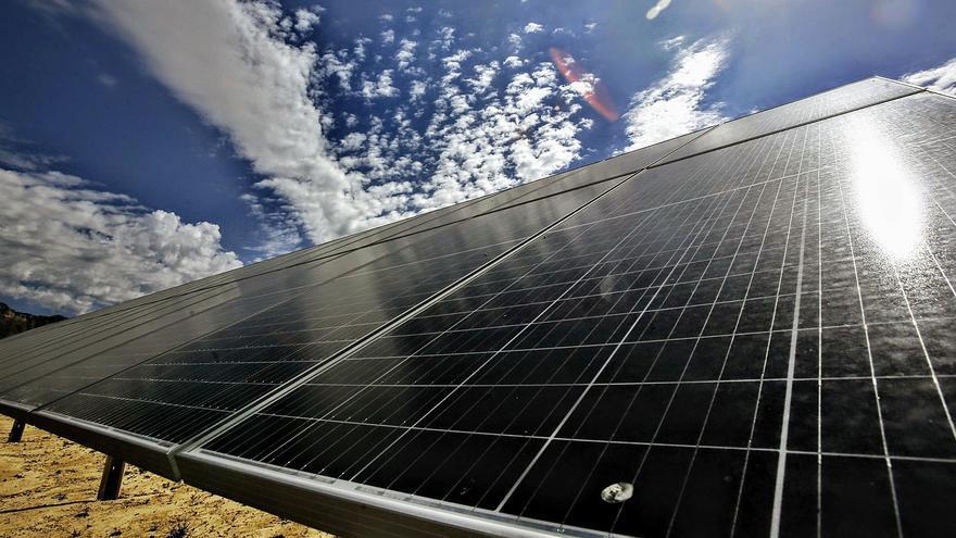 Una empresa fotovoltaica invertirá 40 millones en una megaplanta entre Agost y Monforte