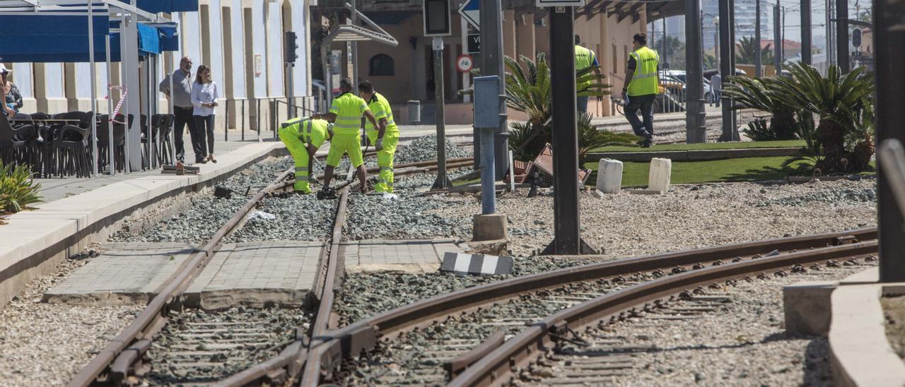 Imagen de archivo de trabajos en la estación de La Marina, frente a la playa del Postiguet en Alicante