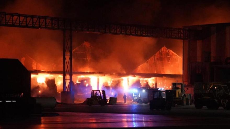 Incendio en Cobadu, Zamora: calcinadas varias naves de materia prima