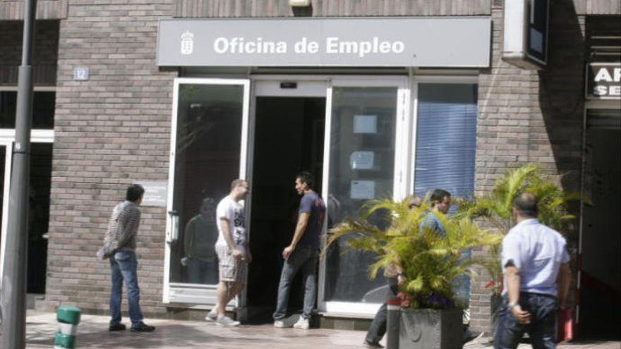 El número de parados en Canarias cae en 20.699 personas en septiembre