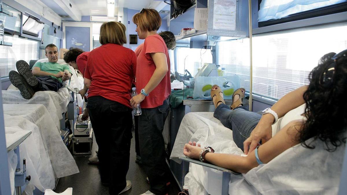 Interior de un autobús para donar sangre.
