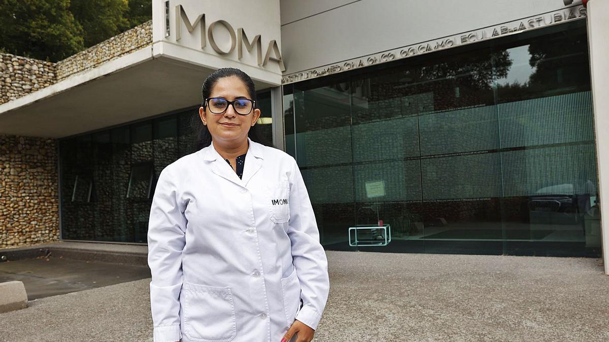 La doctora Ana Talamantes, especialista en xenética, nueva incorporación del equipu del Imoma.   Miki López