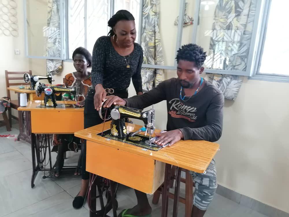 Máquinas de coser donadas por Peñamellera Alta al Congo