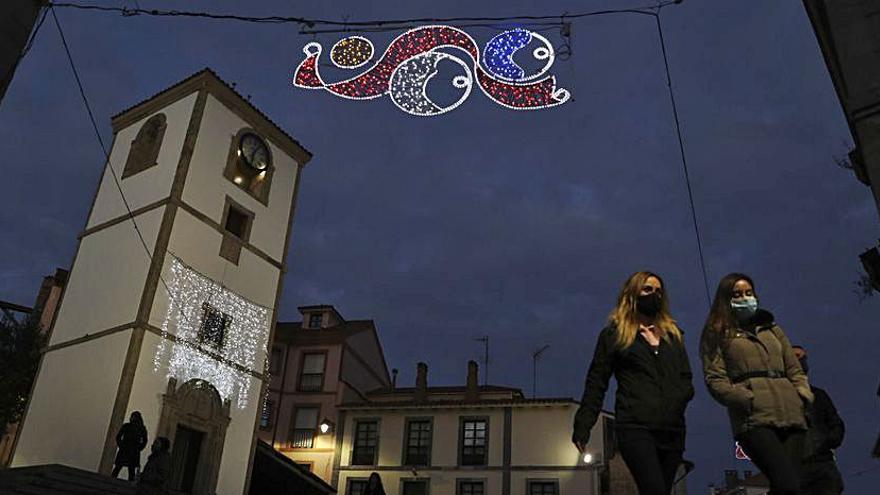 Gozón alumbra la Navidad pese a los actos vandálicos que dañaron adornos