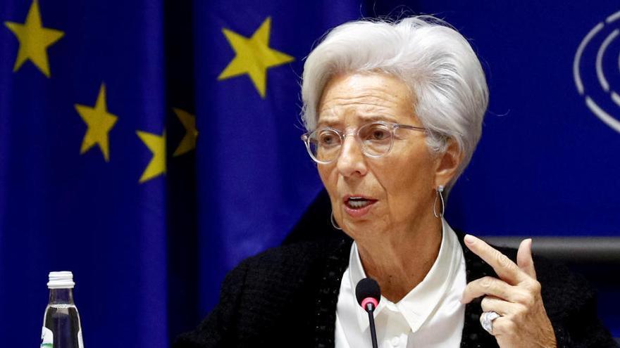 """El BCE prevé que nueva ola de Covid-19 afecte """"severamente"""" a la economía del euro"""