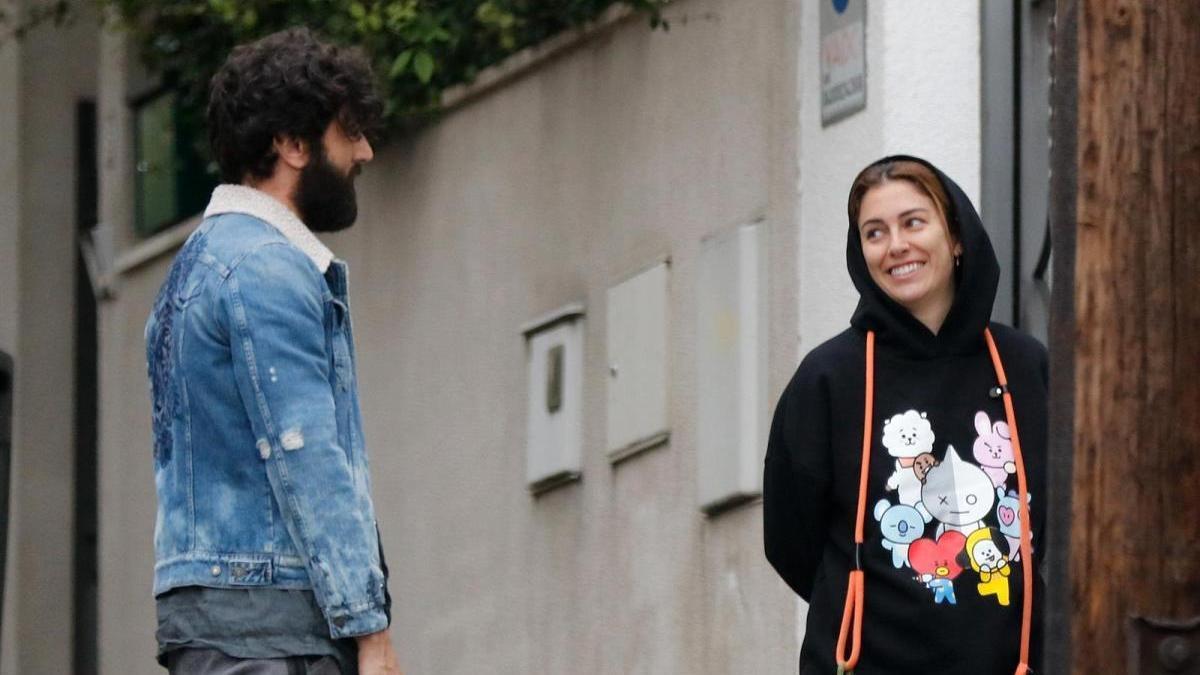 Blanca Suárez y Javier Rey pasean a la mascota de la actriz.