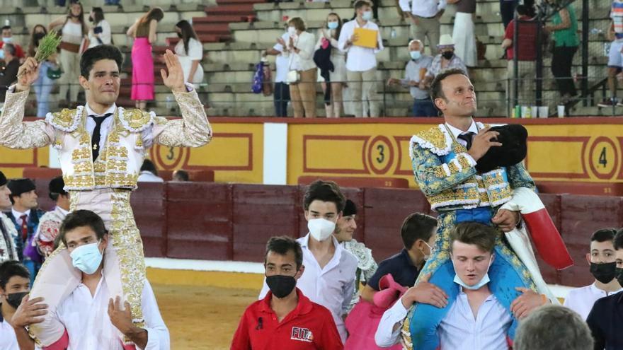 Ferrera corta en Badajoz un rabo a un toro que confundió
