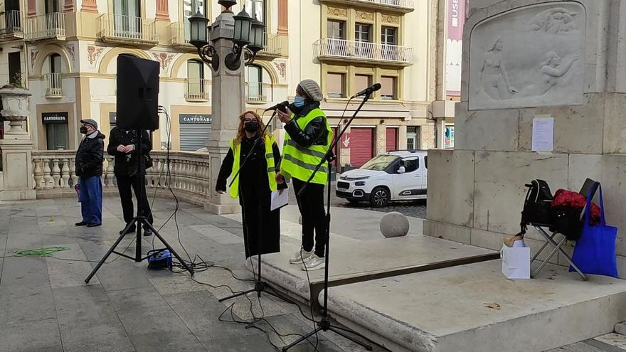 Un centenar de persones reclamen a Figueres la reducció de l'IVA a l'estètica