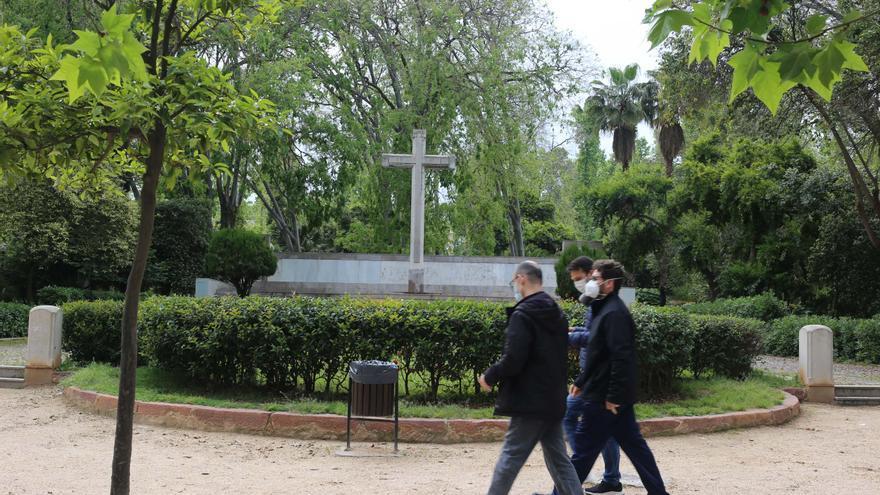 Castelló mantiene la partida en el presupuesto para retirar la cruz