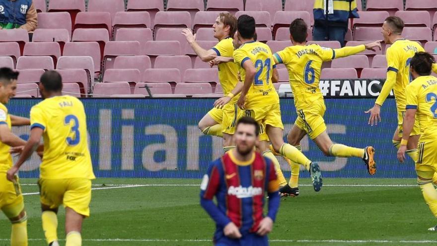 El Barcelona no puede con el Cádiz y se desengancha también de la Liga