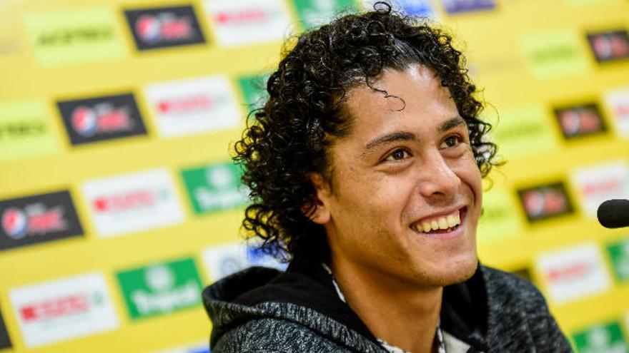"""Lemos: """"Mis referentes son Godín, Lugano y  el brasileño David Luiz"""""""
