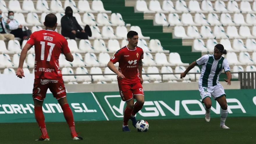 El Real Murcia se conforma con un empate que no es suficiente (2-2)