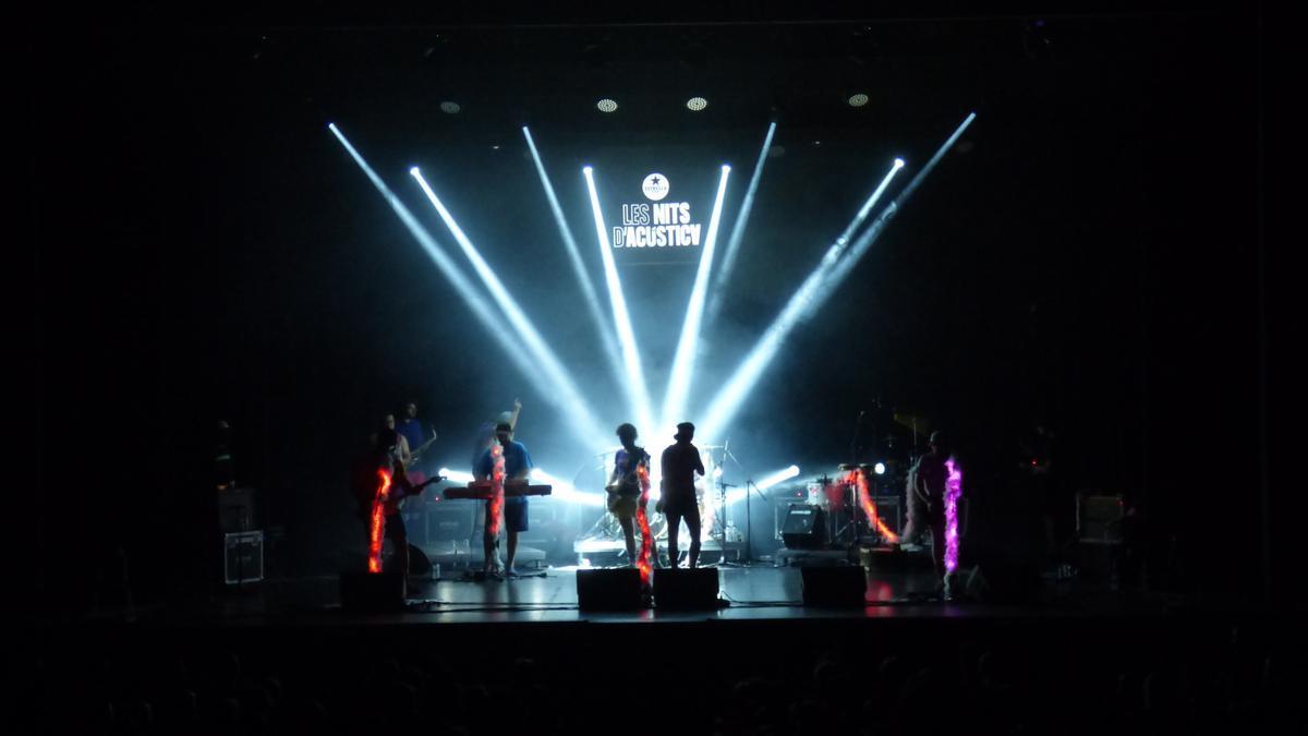 Actuació de l'Orquestra Di-versiones