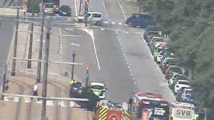 Un accidente en València corta la avenida Ingeniero Fausto Elio