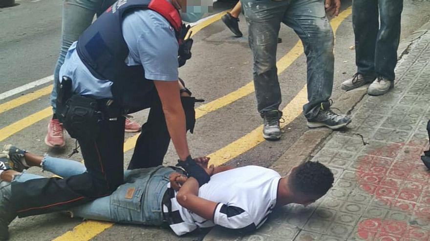Un jove lladre multireincident porta de corcoll la policia a Manresa