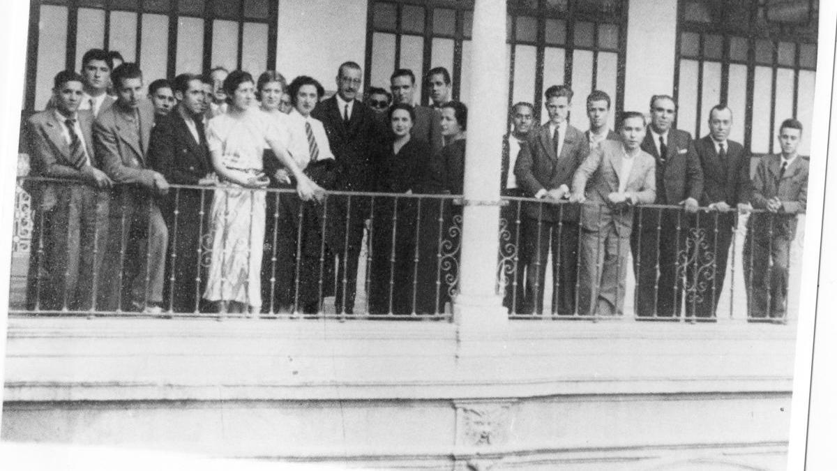 1936, Carmen Conde visita la UMU en representación de la Universidad Popular de Cartagena