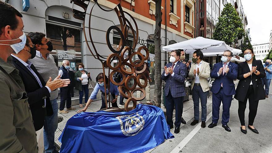 La Ruta de los Vinos estrena escultura para escenificar la unión de sus bares