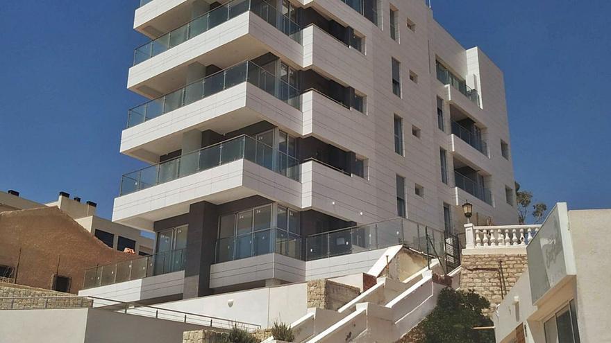 El juez rechaza el recurso por el edificio levantado en Muchavista y basado en el PGOU anulado
