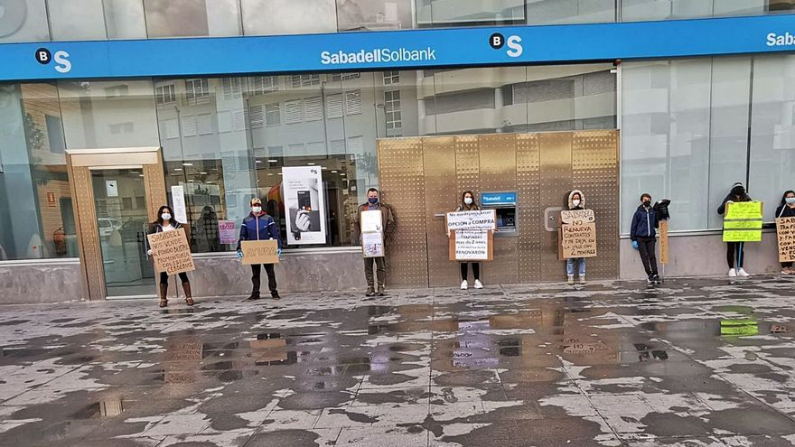 Las familias de Cala de Bou siguen luchando contra su desahucio