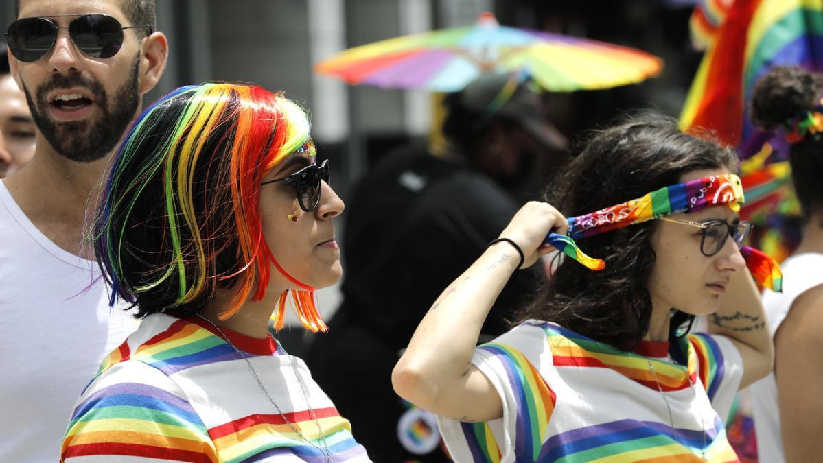 Dos mujeres celebran el Día del Orgullo