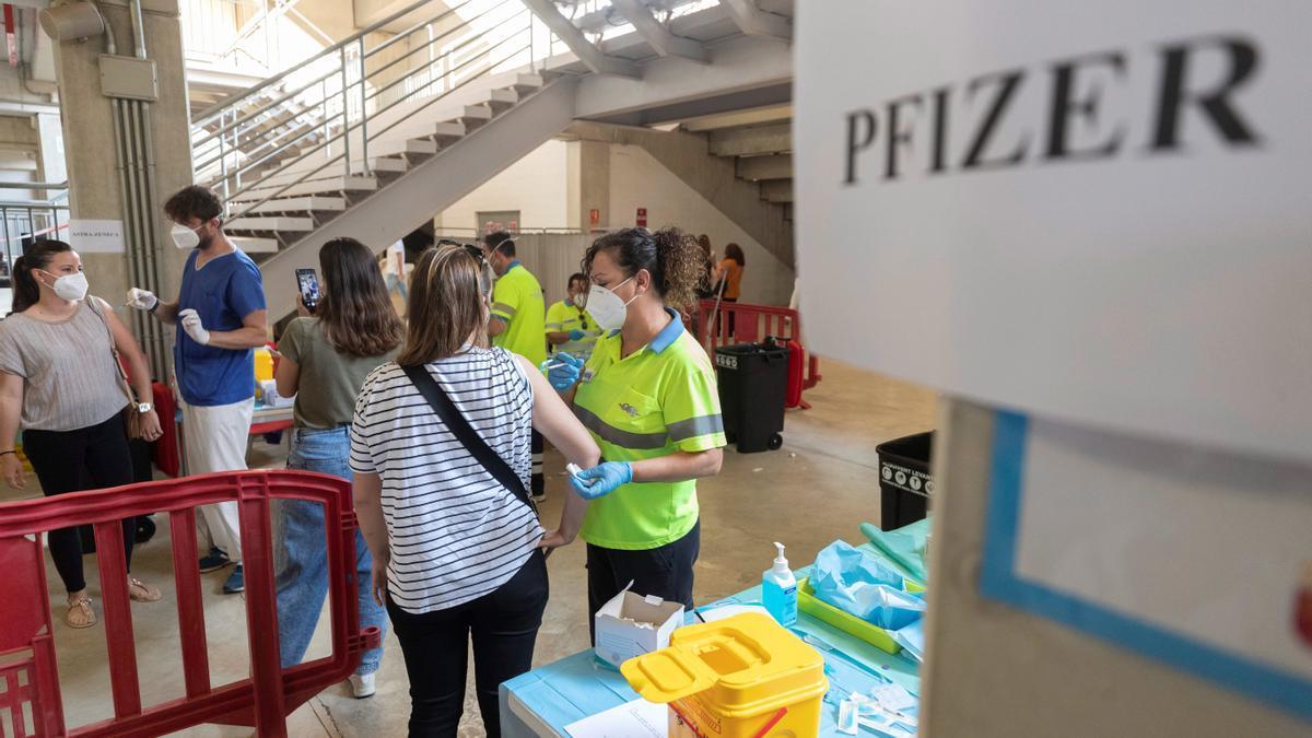 La EMA anunciará el viernes su opinión sobre el uso de Pfizer en adolescentes.