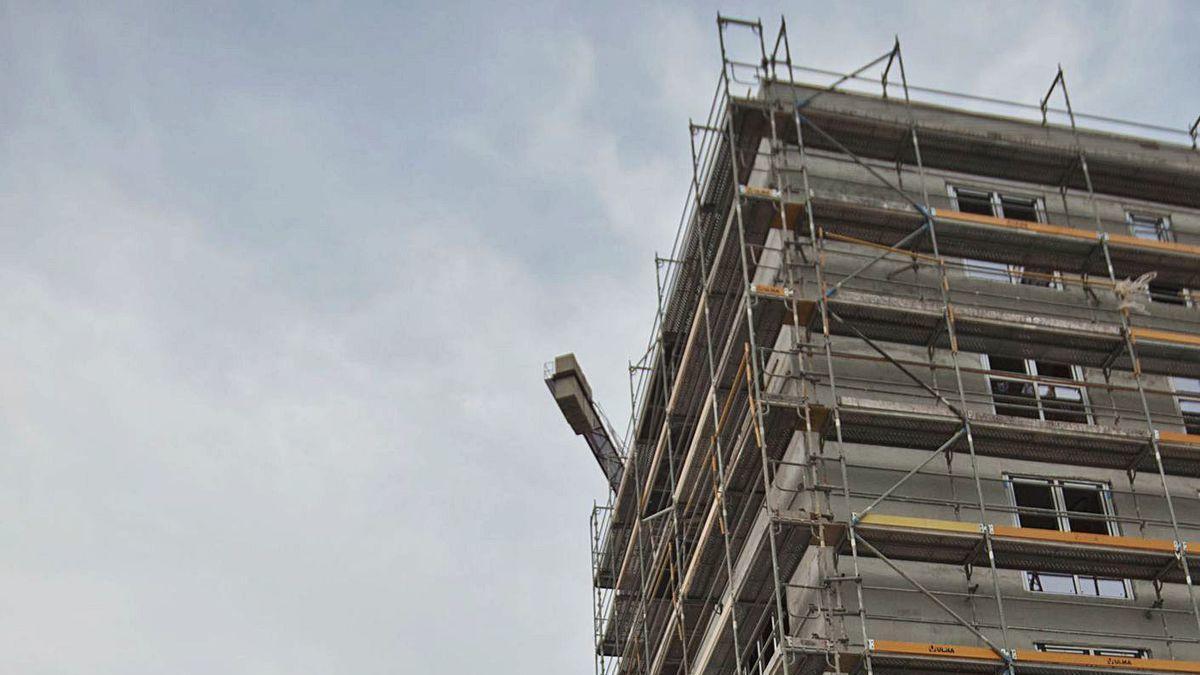 Imagen de archivo de un edificio en construcción en el parque ofimático.