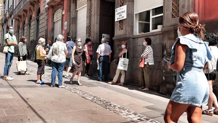 Vuelve a subir la cifra de contagiados en Canarias: 943 nuevos positivos por Covid