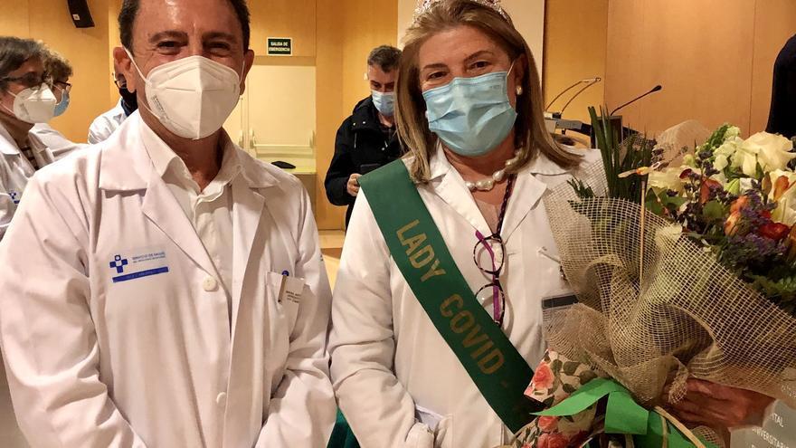 Cabueñes despide a la recién jubilada Teresa Cueva, directora de Enfermería