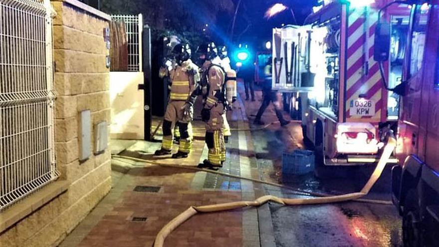 Herido al intentar apagar el fuego declarado en su vivienda en Molina