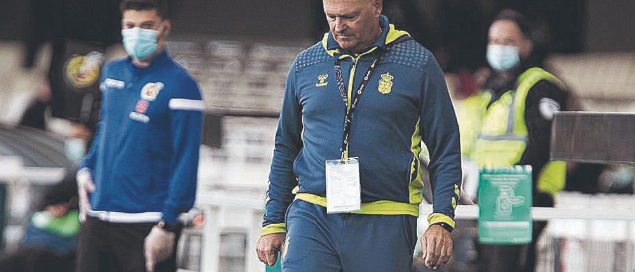 José Mel Pérez, ayer, durante la disputa de la octava jornada en el Cartagonova.