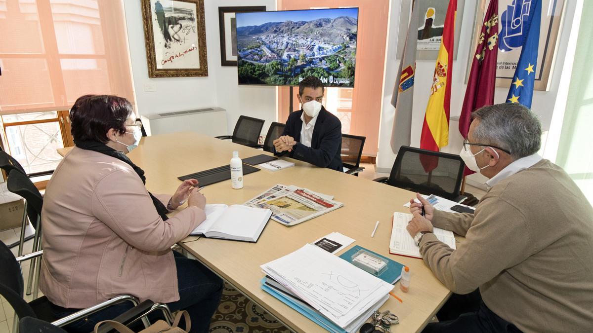 Marcos Ros junto al alcalde de La Unión, Pedro López Milán