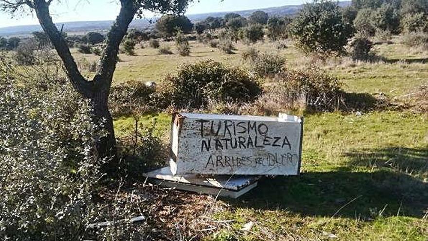La basura ocupa puntos visibles del Parque Natural de Arribes del Duero