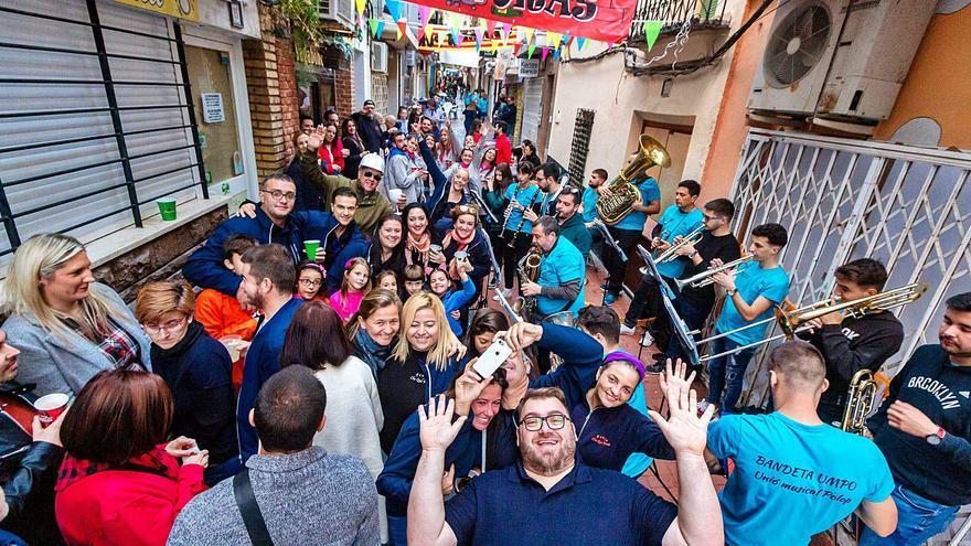 Benidorm baraja unas Fiestas sin locales de peñas para minimizar los riesgos del covid
