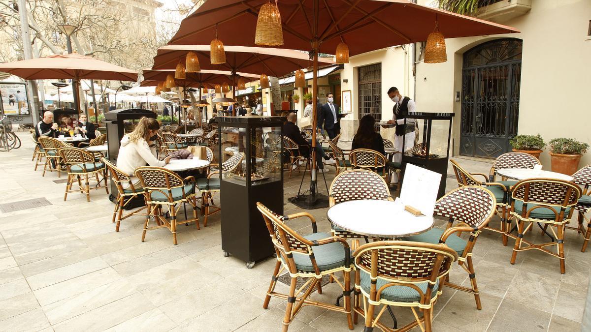 La terraza de una cafetería en Palma.
