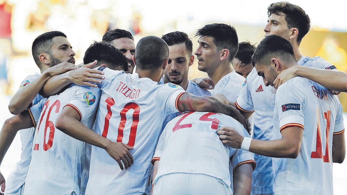 La seleccion española  celebra uno de los goles ante Eslovaquia. j.m.vidal
