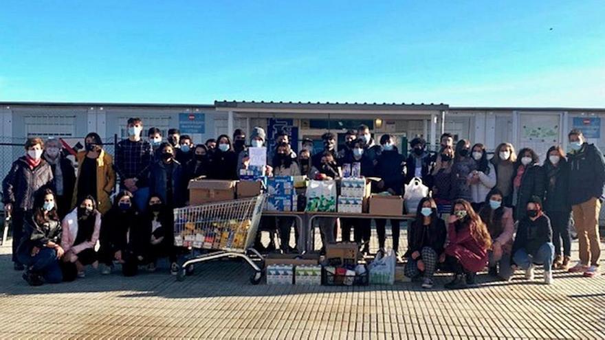 Els estudiants del Bruel recullen més de 400 quilos d'aliments per Nadal