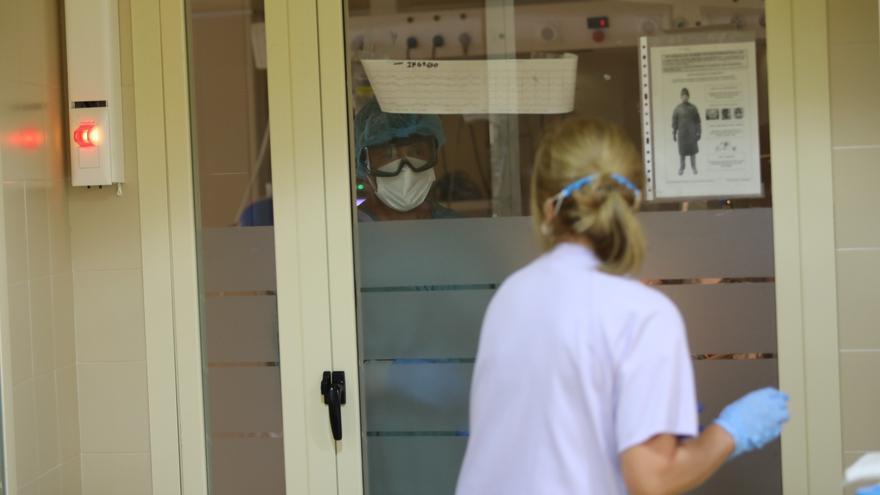 Dos semanas sin fallecidos por covid-19 en los hospitales de Elche aunque no bajan los hospitalizados en el último día