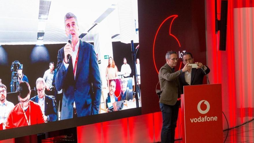 Vodafone i Huawei completen la primera trucada en 5G del món amb el nou estàndard