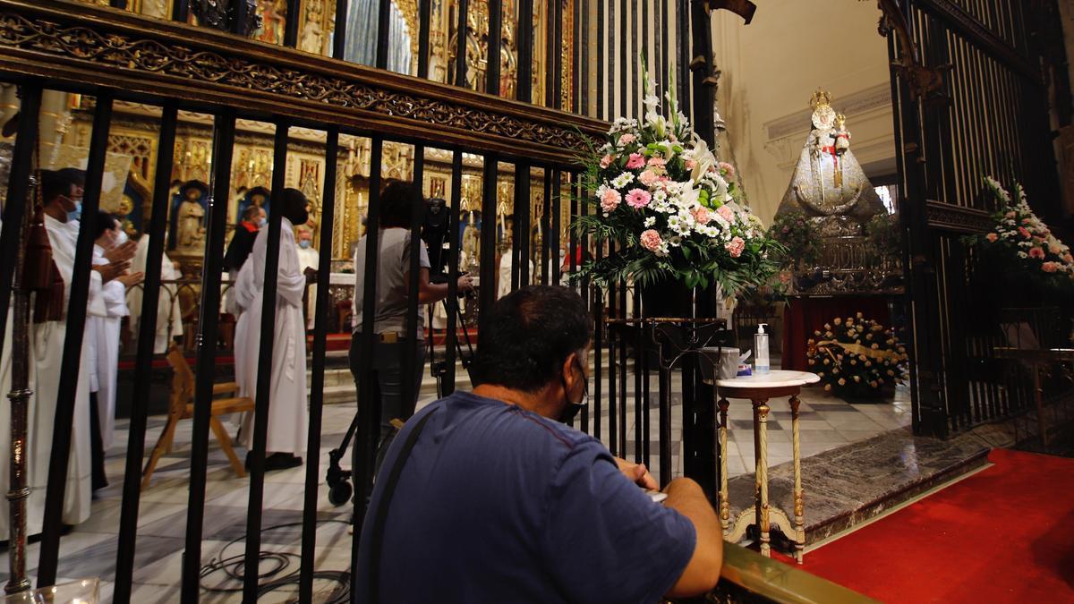 La Virgen de la Fuensanta, durante la procesión por la Catedral celebrada hoy