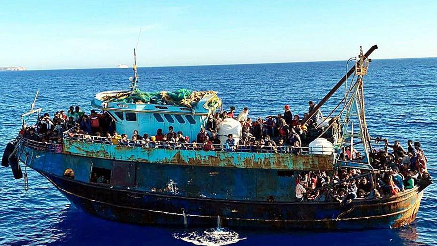 Lampedusa, el mateix destí de turistes italians i migrants africans