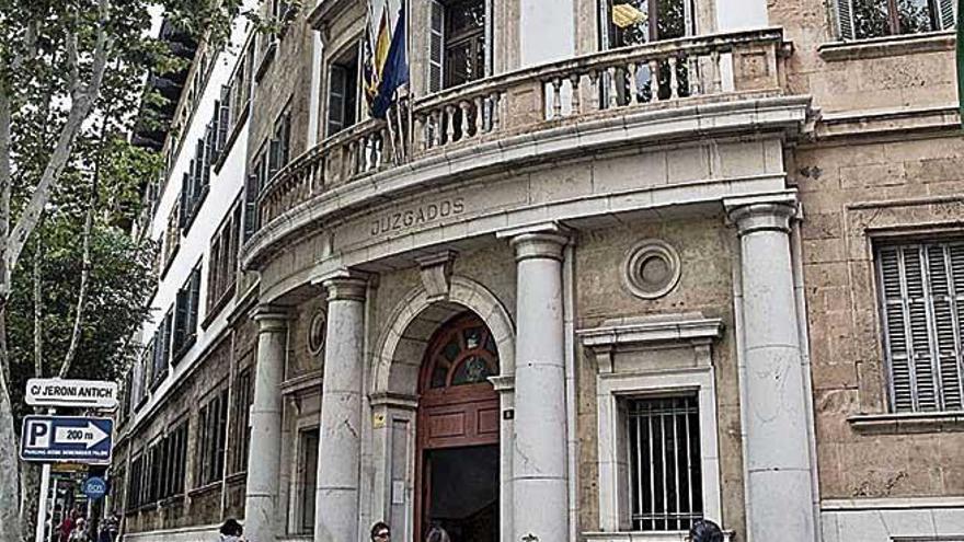 Condenado a dos años de prisión por atracar un bazar chino a punta de cuchillo en Palma