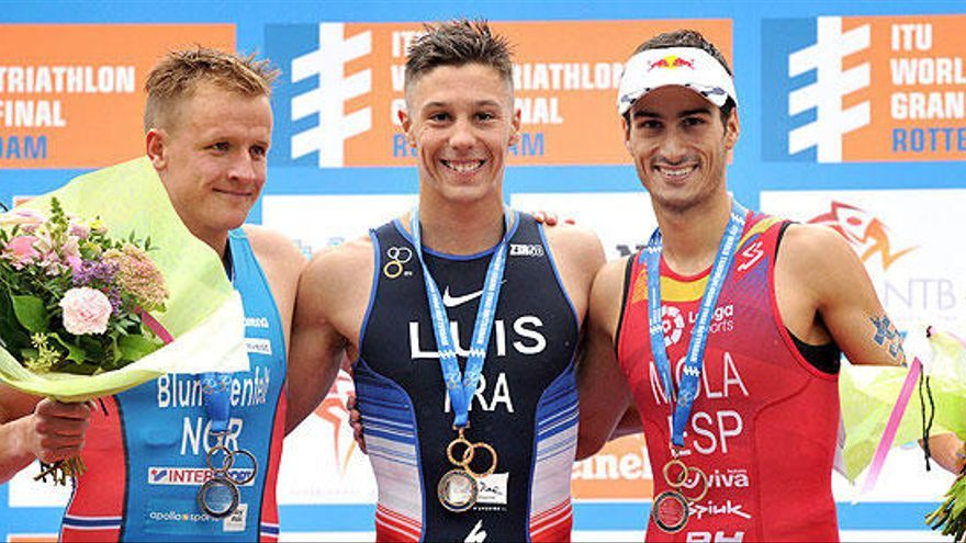 Mola revalida el título mundial y Gómez Noya logra la plata